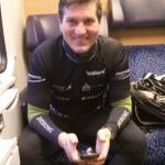 Michael ist im Zug guter Dinge.